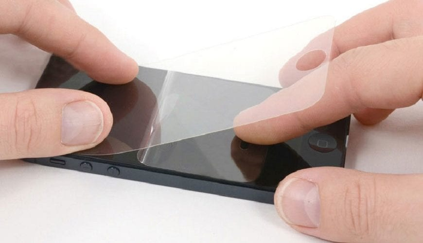 наклеить защитное стекло на телефон